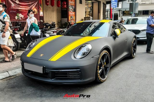Vợ chồng ái nữ nhà Minh nhựa du xuân trên Porsche 911 Carrera trị giá hơn 7 tỷ đồng - Ảnh 1.