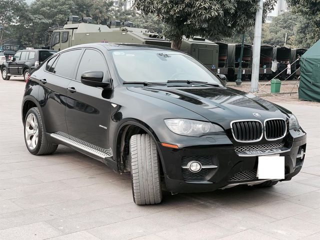 Khoe tên vợ bé nằm trong sách đỏ, chủ xe vẫn hạ giá BMW X6 rẻ ngang Kia Seltos 2021 - Ảnh 1.