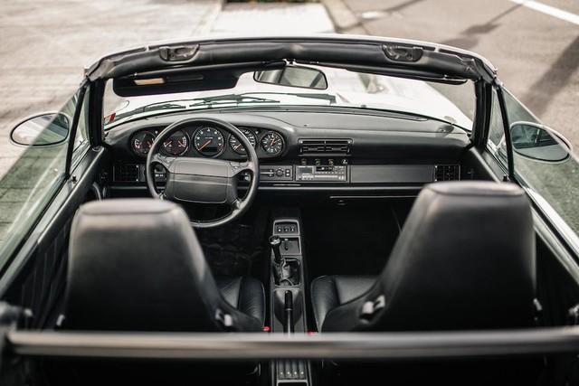 Cận cảnh chiếc Porsche 911 1992 mui trần của Diego Maradona được bán đấu giá tại Pháp? - Ảnh 2.