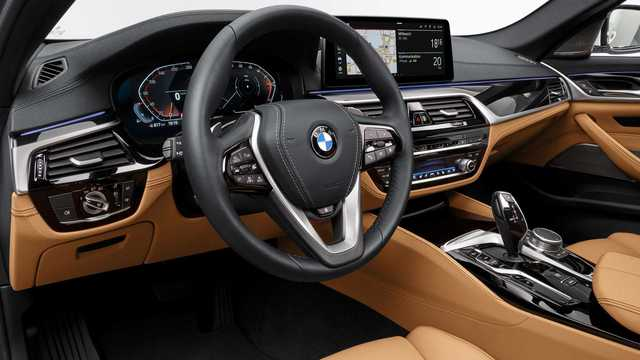 Lộ chi tiết trang bị 3 bản BMW 5-Series 2021 sắp ra mắt Việt Nam: Bản tiêu chuẩn có nhiều đồ chơi xịn, làm khó Mercedes-Benz E-Class - Ảnh 3.