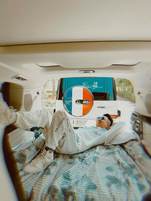 Nhà Minh Nhựa khoe ảnh du lịch kiểu đại gia: Nhìn dàn siêu xe đã đủ loá hết cả mắt vì độ giàu sang - Ảnh 2.