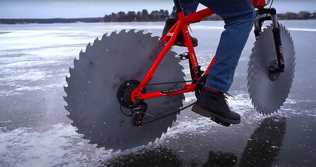 Thay lốp bằng lưỡi cưa, chiếc xe đạp kinh dị này có thể lướt đi trên mặt hồ đóng băng - Ảnh 7.