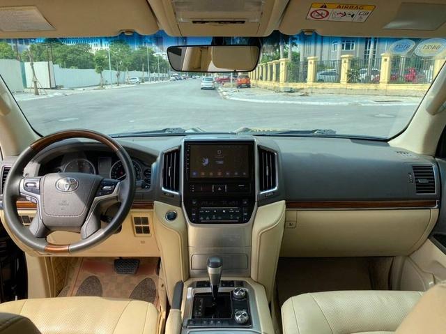 6 năm tuổi, Toyota Land Cruiser ODO 68.000km vẫn đắt ngang Audi Q7 thế hệ mới - Ảnh 4.