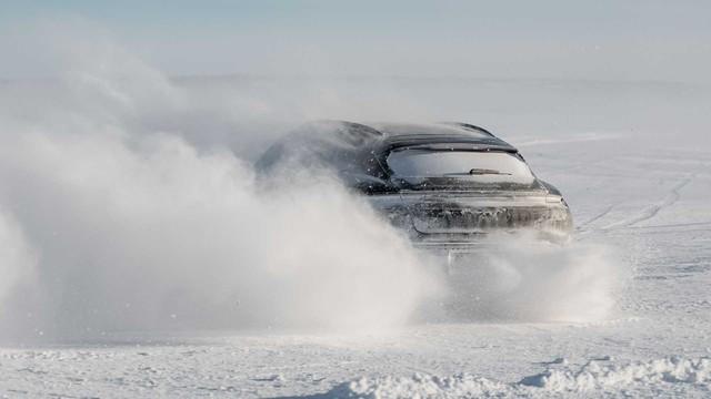 Porsche Taycan Cross Turismo chốt ngày ra mắt sau khi chạy thử hết 25 vòng trái đất - Ảnh 2.