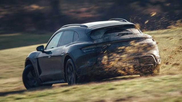 Porsche Taycan Cross Turismo chốt ngày ra mắt sau khi chạy thử hết 25 vòng trái đất - Ảnh 1.