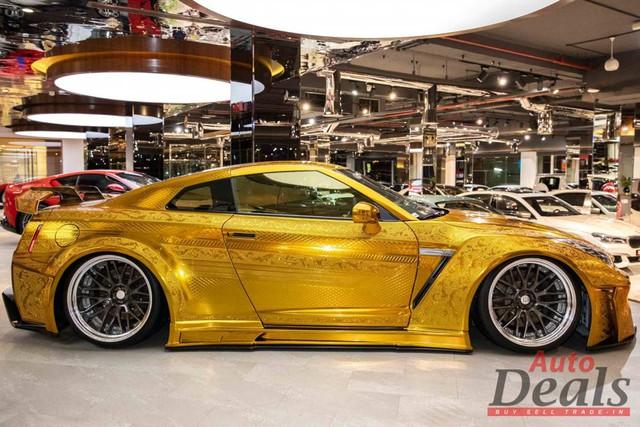 Khi xe Nissan bán ngang giá Rolls-Royce: Nội thất vàng, động cơ mạnh hơn siêu xe - Ảnh 2.