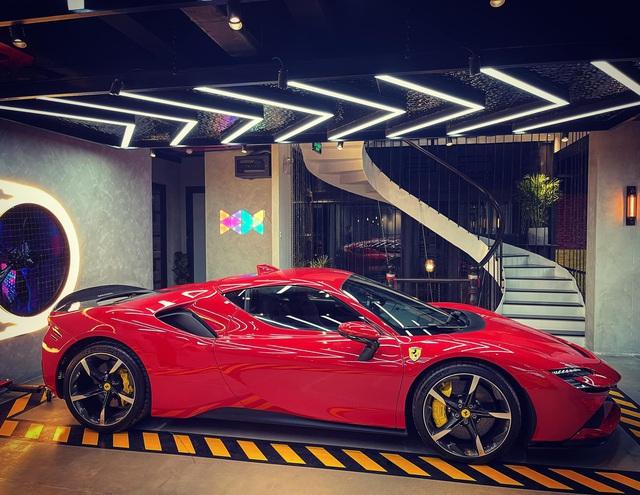 Ferrari SF90 Stradale thứ hai về Việt Nam đã có chủ, chung garage với một chiếc siêu xe đình đám không kém - Ảnh 3.