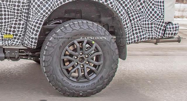 Ford Ranger Raptor thế hệ mới chạy thử trên đường phố, để lộ chi tiết ống xả mới lạ - Ảnh 5.