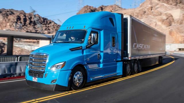 Daimler đổi tên thành Mercedes-Benz, tập trung phát triển xe sang, lấn lướt trước BMW, Audi - Ảnh 1.