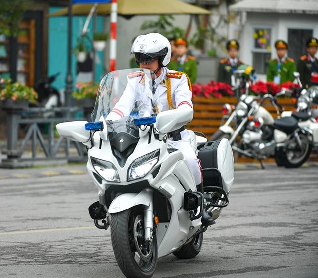 Chuyện những sĩ quan lái mô tô hộ tống bảo vệ yếu nhân - Ảnh 2.