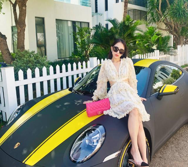 Ái nữ nhà Minh Nhựa tậu siêu xe chơi Tết, hưởng thụ đúng chuẩn con nhà giàu - Ảnh 6.