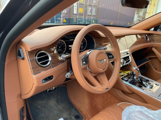 Bentley Flying Spur First Edition 2021 phối màu kiểu độc về Việt Nam, dành cho chủ xe gu mặn chứ không phải bình thường - Ảnh 4.
