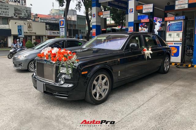 Rolls-Royce Phantom Rồng làm xe hoa tại Sài Gòn - Ảnh 1.