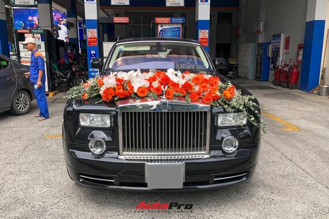 Rolls-Royce Phantom Rồng làm xe hoa tại Sài Gòn - Ảnh 3.