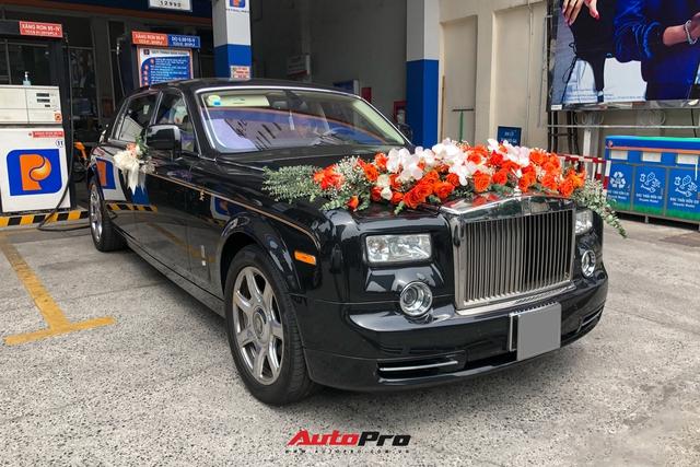 Rolls-Royce Phantom Rồng làm xe hoa tại Sài Gòn - Ảnh 4.