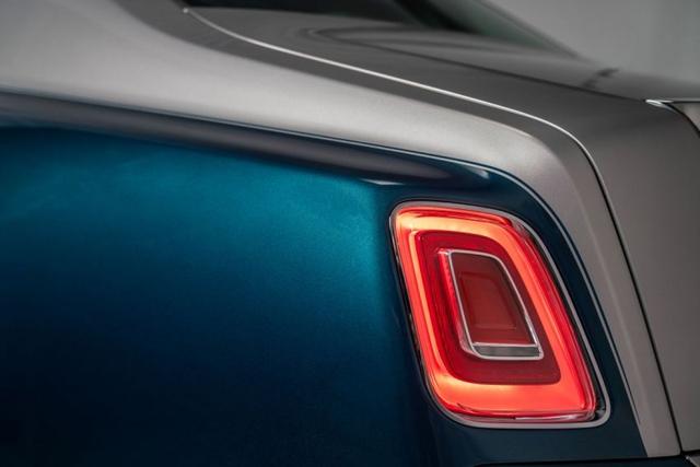 Khám phá Rolls-Royce Phantom Iridescent Opulence gắn 3.000 chiếc lông vũ  - Ảnh 3.