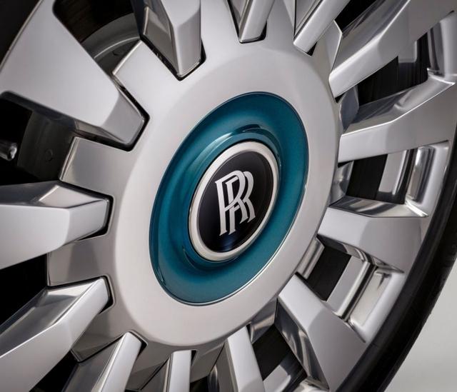 Khám phá Rolls-Royce Phantom Iridescent Opulence gắn 3.000 chiếc lông vũ  - Ảnh 5.