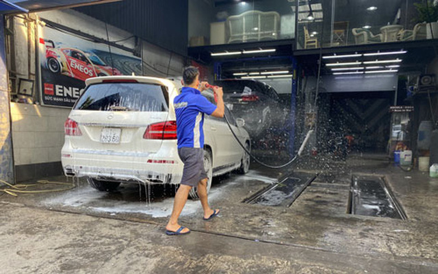 Giá rửa xe dịp Tết tăng từng ngày  - Ảnh 1.