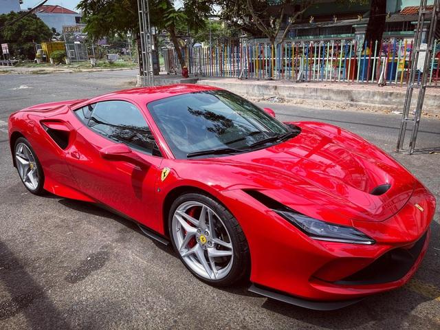 Ferrari F8 Tributo thứ 3 vừa về Việt Nam với diện mạo giống xe Nguyễn Quốc Cường đã có chủ đón về chơi Tết - Ảnh 2.