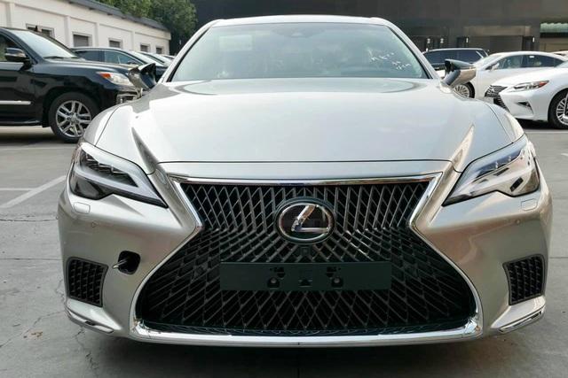 Ảnh thực tế Lexus LS 2021 vừa về Việt Nam với giá mua được 2 chiếc Mercedes-Benz S-Class - Ảnh 1.