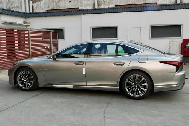 Ảnh thực tế Lexus LS 2021 vừa về Việt Nam với giá mua được 2 chiếc Mercedes-Benz S-Class - Ảnh 3.