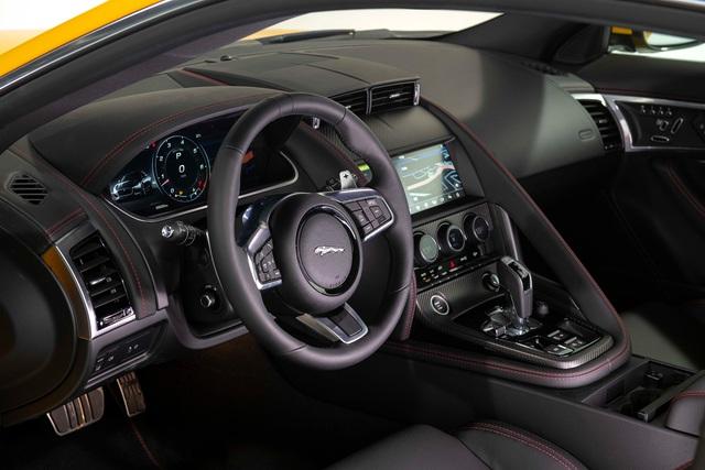 Jaguar F-Type 2021 giá từ hơn 5,6 tỷ tại Việt Nam: Thiết kế mới, bản cao nhất chênh gần 10 tỷ, động cơ mạnh ngang Lamborghini Huracan - Ảnh 3.