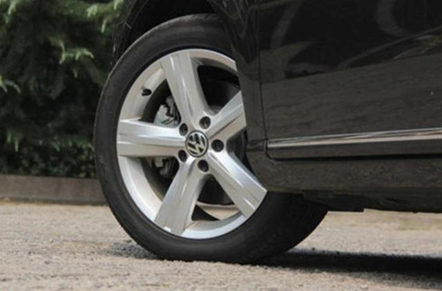 Ngừng tra tấn xe ô tô của bạn qua 4 thói quen gây hại này: 2 thói quen đầu rất nhiều người không để ý - Ảnh 3.