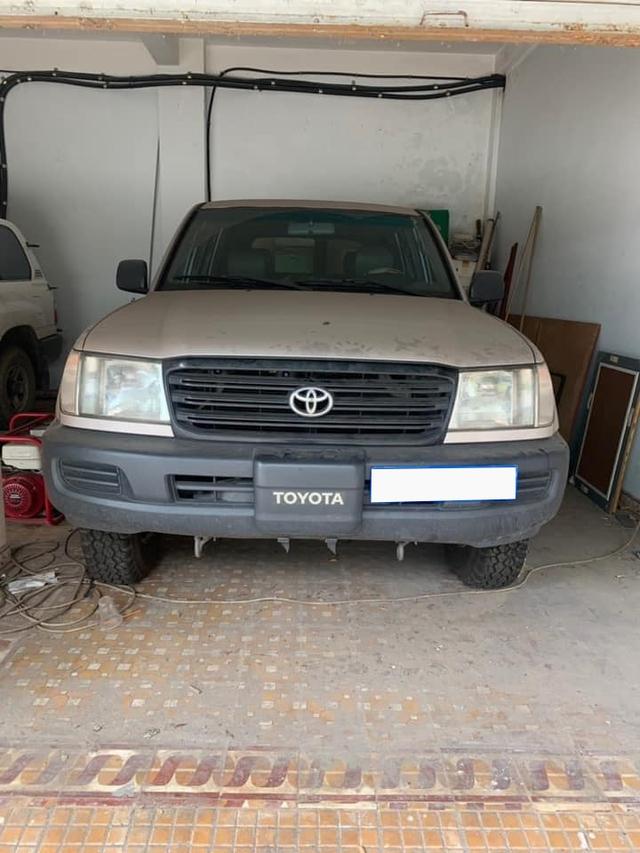 Mê Toyota Land Cruiser, đại gia Việt bỏ 1 tỷ mua xe phủ bụi 17 năm tuổi - Ảnh 1.