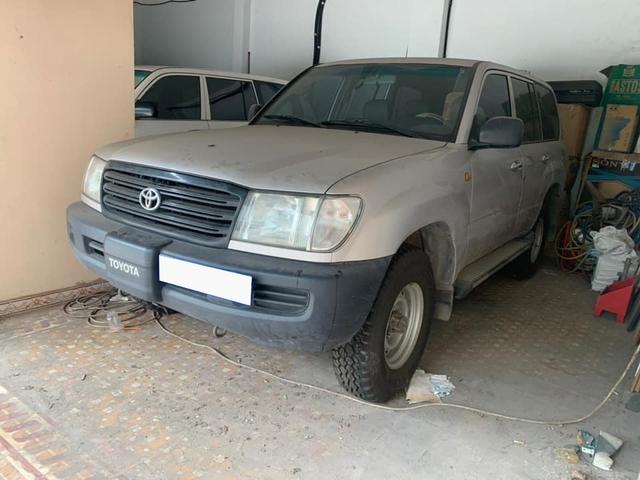 Mê Toyota Land Cruiser, đại gia Việt bỏ 1 tỷ mua xe phủ bụi 17 năm tuổi - Ảnh 2.