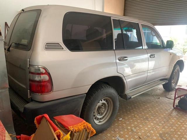 Mê Toyota Land Cruiser, đại gia Việt bỏ 1 tỷ mua xe phủ bụi 17 năm tuổi - Ảnh 3.