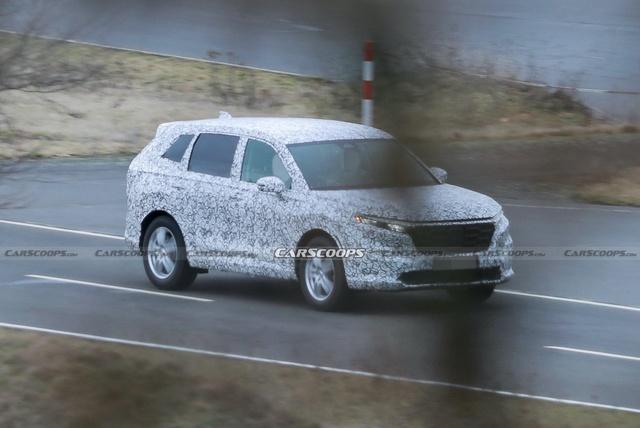 Honda CR-V đời mới lần đầu lộ diện: Nâng cấp mọi mặt, đe nẹt Mitsubishi Outlander đang làm bom tấn - Ảnh 1.