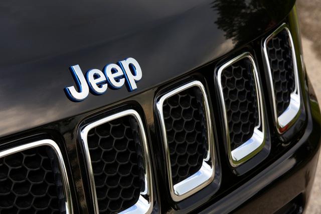 Xe Jeep ruột Peugeot - Ác mộng của người Mỹ - Ảnh 1.