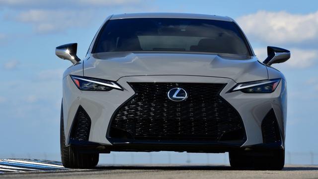 Lexus IS sắp có động cơ V8 để cạnh tranh Mercedes-Benz C-Class, BMW 3-Series
