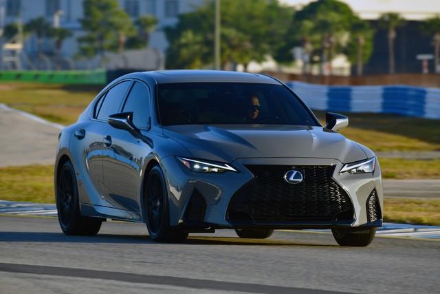 Lexus IS sắp có động cơ V8 để cạnh tranh Mercedes-Benz C-Class, BMW 3-Series - Ảnh 1.