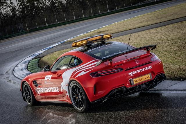 Ngắm bộ đôi Mercedes-AMG làm xe an toàn và xe y tế của giải đua F1 - Ảnh 4.