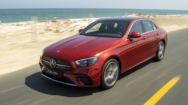 Mercedes-Benz E-Class 2021 giá từ 2,31 tỷ tại Việt Nam: Thiết kế như S-Class mới, phả hơi nóng lên BMW 5-Series - Ảnh 4.
