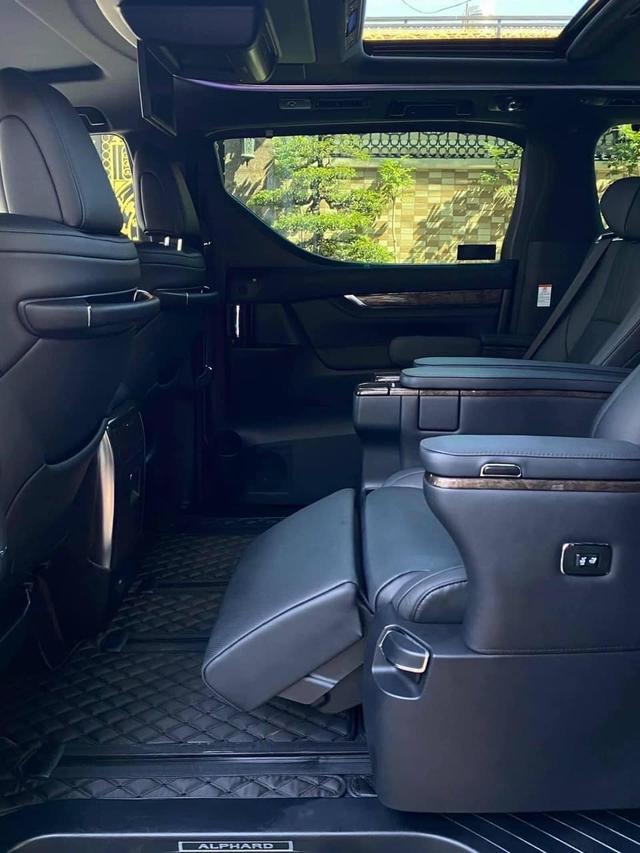 1 năm tuổi, Toyota Alphard cũ vẫn đắt hơn Mercedes-Benz V-Class đập hộp gần 1,6 tỷ đồng - Ảnh 5.