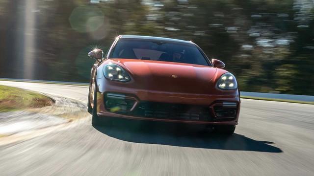 Porsche úp mở về tương lai Panamera, thừa nhận chưa thể vì Taycan mà bỏ xe động cơ đốt trong - Ảnh 1.