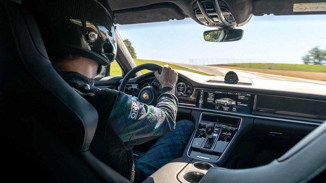 Porsche úp mở về tương lai Panamera, thừa nhận chưa thể vì Taycan mà bỏ xe động cơ đốt trong - Ảnh 2.