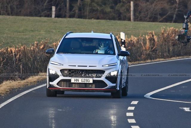 Hyundai Kona hiệu suất cao sẵn sàng ra mắt với điểm giống xe Porsche - Ảnh 4.
