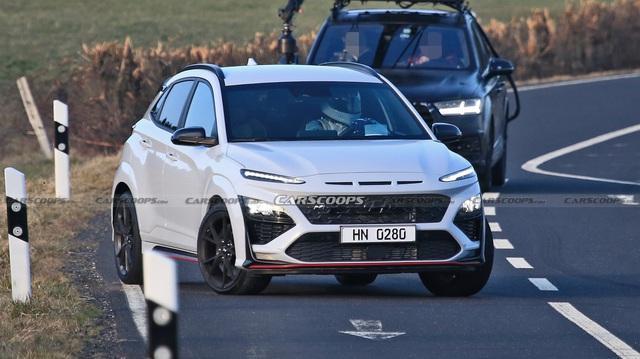Hyundai Kona hiệu suất cao sẵn sàng ra mắt với điểm giống xe Porsche