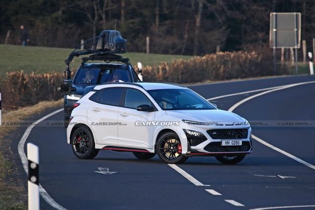 Hyundai Kona hiệu suất cao sẵn sàng ra mắt với điểm giống xe Porsche - Ảnh 1.