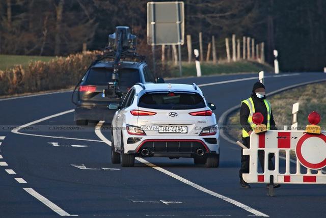 Hyundai Kona hiệu suất cao sẵn sàng ra mắt với điểm giống xe Porsche - Ảnh 3.