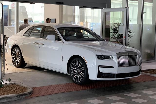 Rolls-Royce Ghost 2021 nhập tư chào đại gia Việt với giá 45 tỷ đồng ngang ngửa Phantom chính hãng - Ảnh 1.
