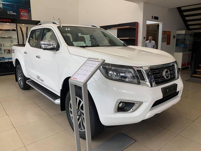 Nissan Navara giảm giá tất tay tại đại lý, dọn kho đón phiên bản 2021 ra mắt tại Việt Nam trong năm nay - Ảnh 1.