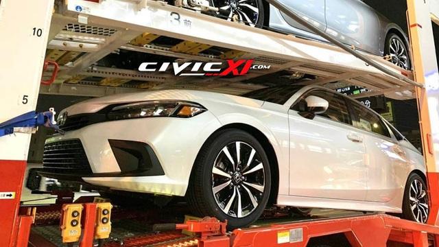 Honda Civic đời mới lộ loạt ảnh cận cảnh trên đường tới đại lý: Người khen đẹp, người chê xấu