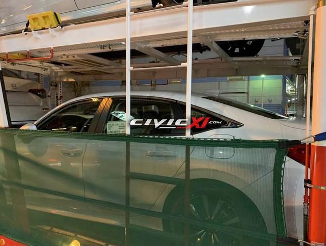 Honda Civic đời mới lộ loạt ảnh cận cảnh trên đường tới đại lý: Người khen đẹp, người chê xấu - Ảnh 2.