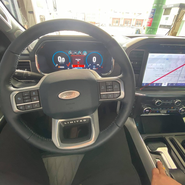 Ford F-150 2021 đầu tiên về Việt Nam: Giá hơn 4 tỷ, nội thất sang xịn như Maybach trong làng bán tải - Ảnh 4.
