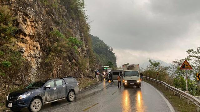 Xe khách mắc kẹt trên đường đèo, hàng loạt tài xế dừng lại giải cứu: Hình ảnh nhận bão like trên MXH - Ảnh 5.