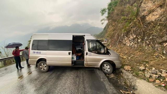 Xe khách mắc kẹt trên đường đèo, hàng loạt tài xế dừng lại giải cứu: Hình ảnh nhận bão like trên MXH - Ảnh 7.